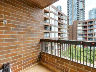 """Photo 1: 622 1330 BURRARD Street in Vancouver: Downtown VW Condo for sale in """"Anchor Point I"""" (Vancouver West)  : MLS®# R2618272"""