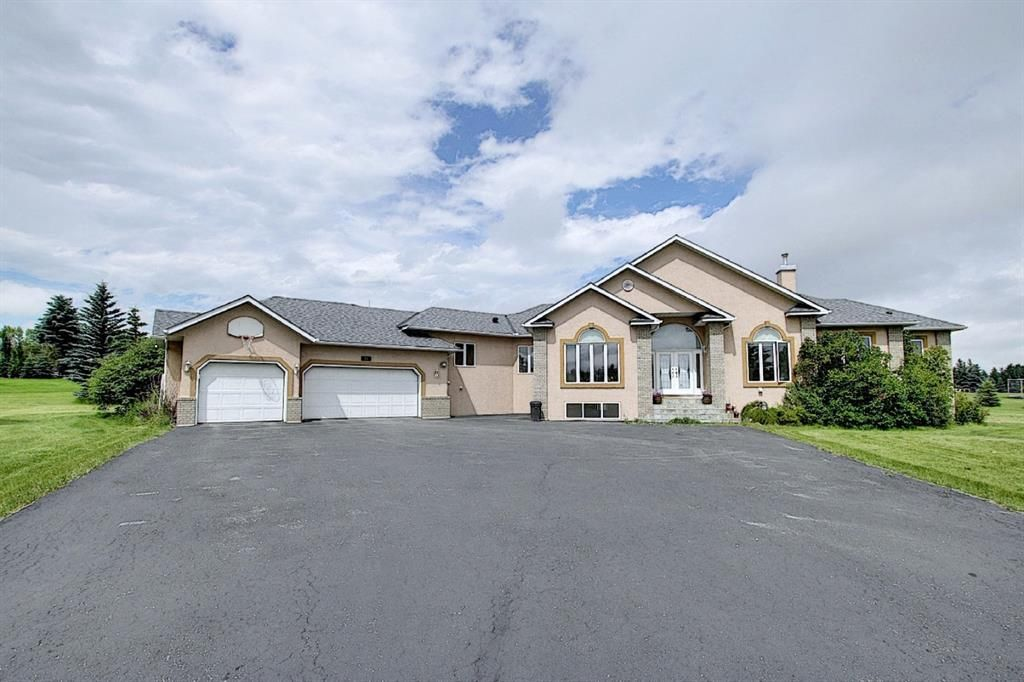 Front of Property with Large 3 Car Garage