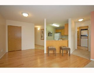 """Photo 2: 214 11595 FRASER Street in Maple Ridge: East Central Condo for sale in """"BRICKWOOD PLACE"""" : MLS®# V731501"""