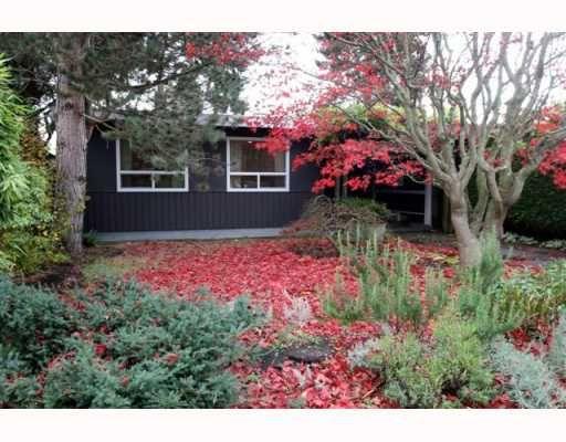 """Main Photo: 1722 BRAID Road in Tsawwassen: Beach Grove House for sale in """"Beach Grove"""" : MLS®# V797018"""