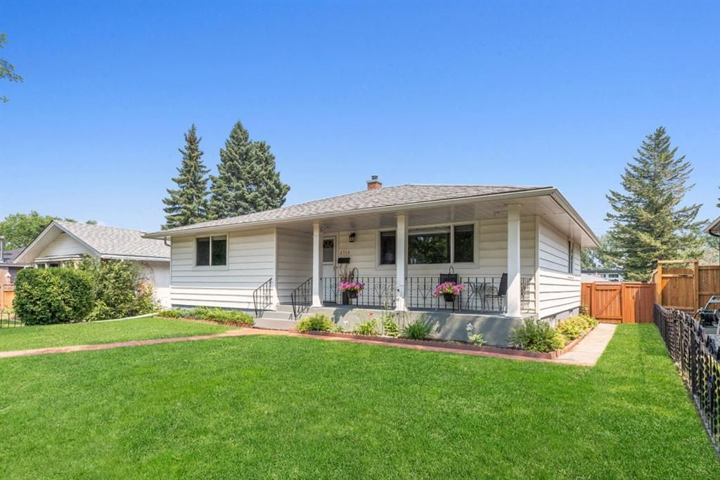 Main Photo: 2716 41 Street SW in Calgary: Glendale Detached for sale : MLS®# A1129410