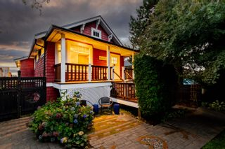 """Photo 1: 709 E 6TH Street in North Vancouver: Queensbury House for sale in """"Queensbury Village"""" : MLS®# R2621895"""