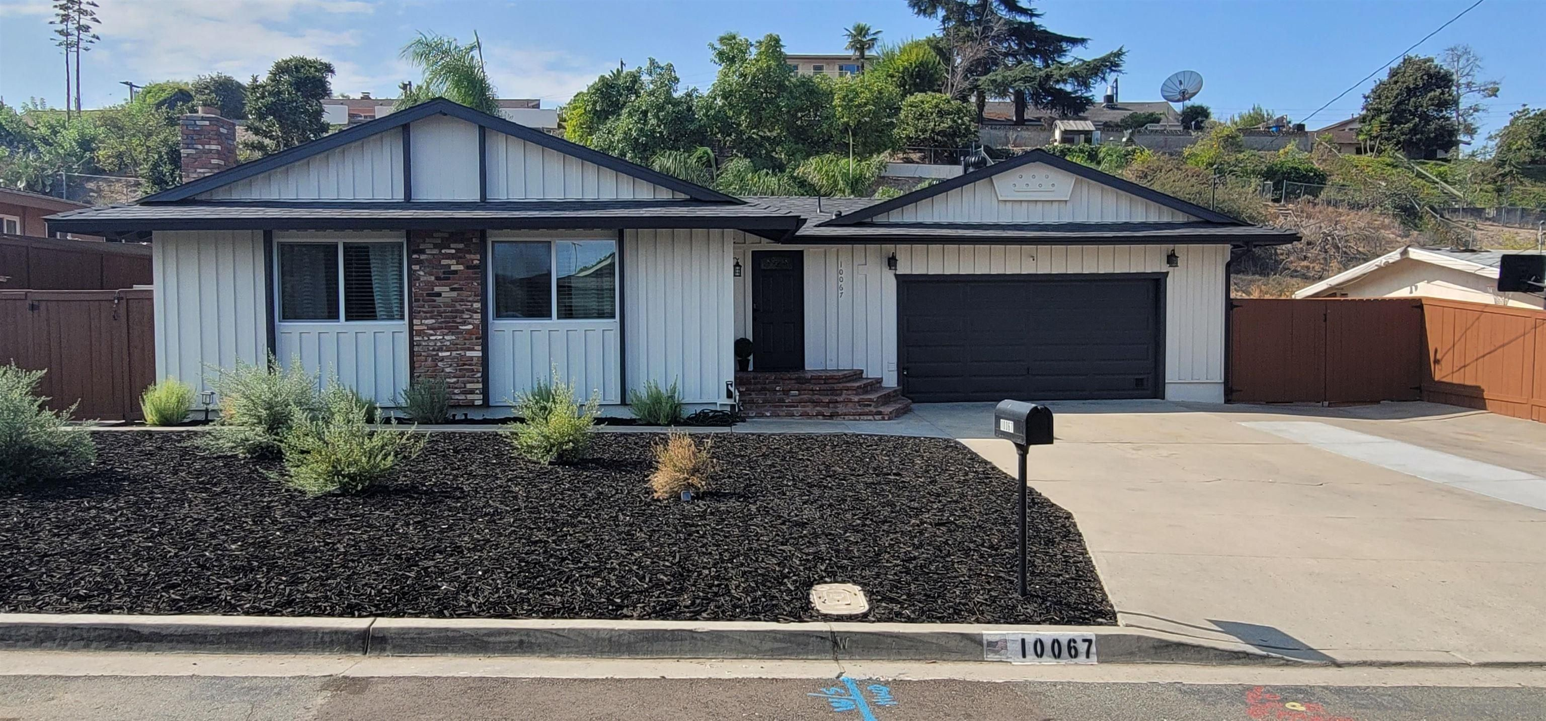 Main Photo: SPRING VALLEY House for sale : 4 bedrooms : 10067 Diversion Dr