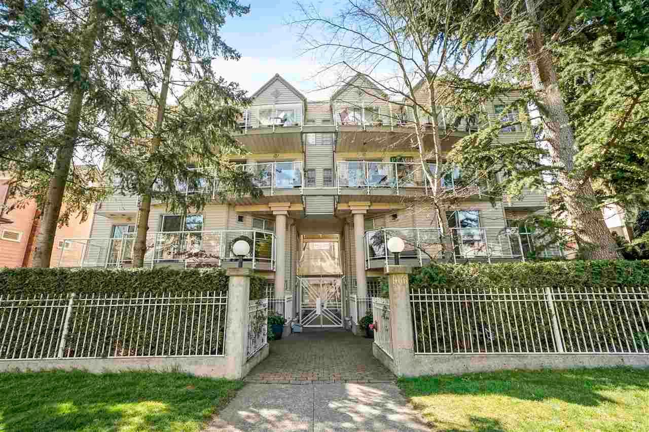 "Main Photo: 204 966 W 14TH Avenue in Vancouver: Fairview VW Condo for sale in ""Windsor Gardens"" (Vancouver West)  : MLS®# R2576023"