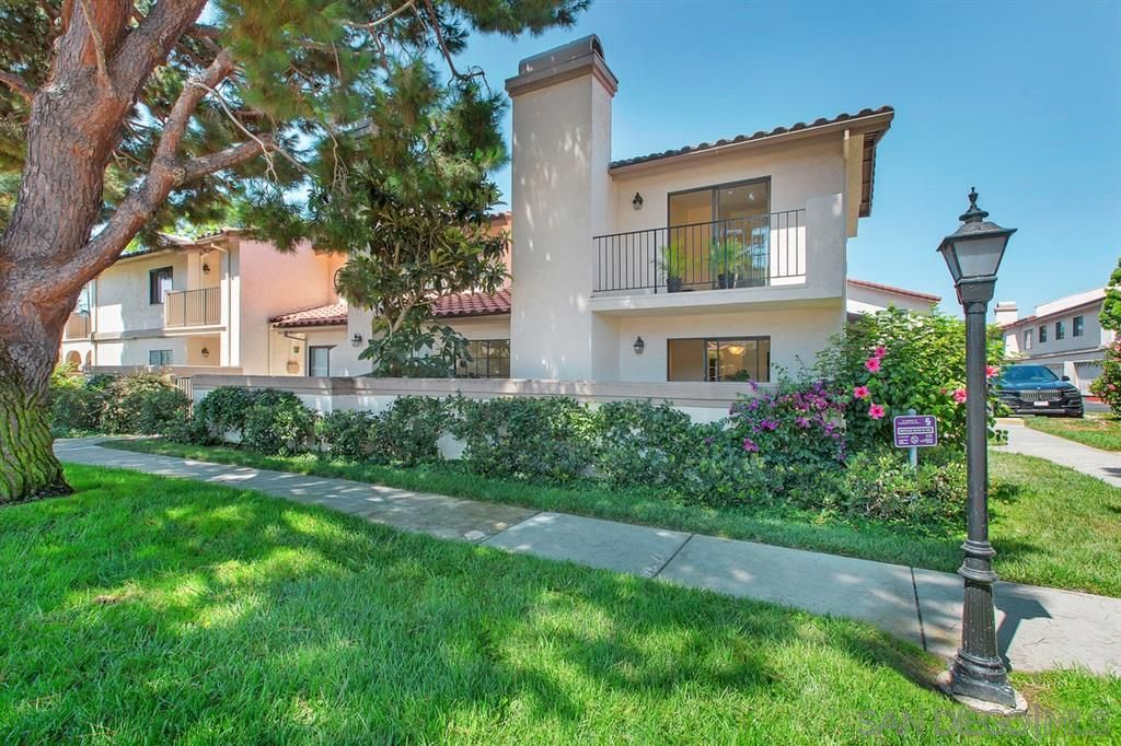 Main Photo: UNIVERSITY CITY Townhouse for sale : 3 bedrooms : 7614 Palmilla Dr #56 in San Diego