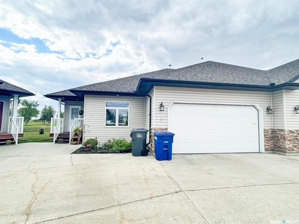 Main Photo: 3 Fairway Court in Meadow Lake: Residential for sale : MLS®# SK867671