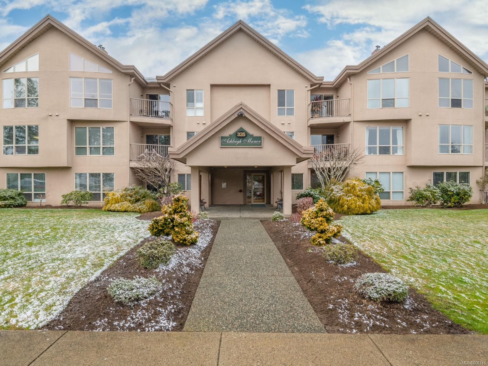 Main Photo: 305 335 W Hirst Ave in : PQ Parksville Condo for sale (Parksville/Qualicum)  : MLS®# 866145
