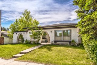 Photo 1: 4931 Vantage Crescent NW in Calgary: Varsity Detached for sale : MLS®# A1129370