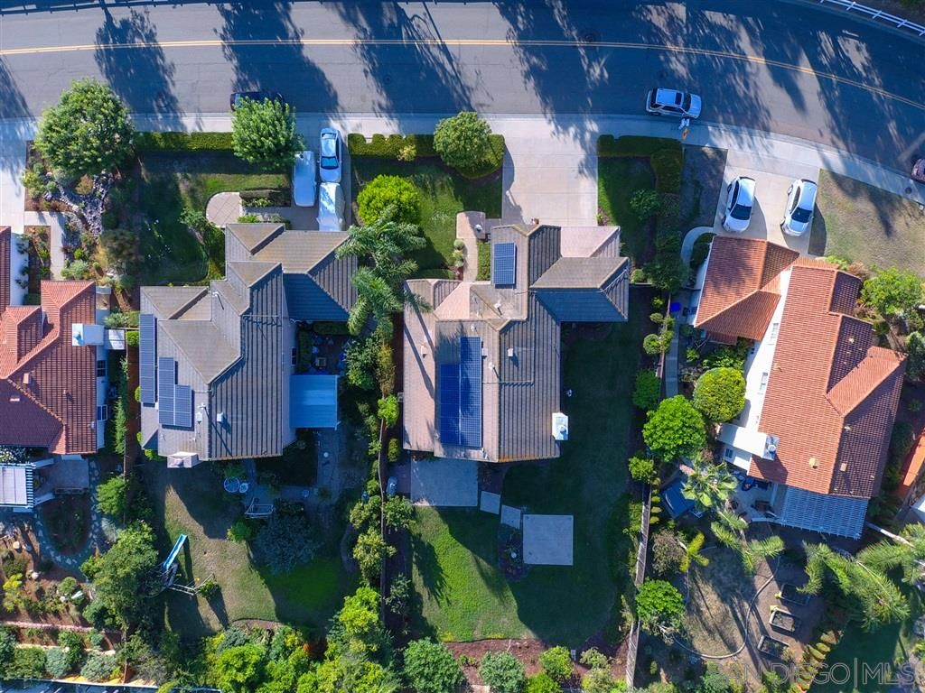 Photo 4: Photos: OCEANSIDE House for sale : 5 bedrooms : 5757 Spur Avenue