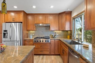Photo 5: BAY PARK House for sale : 4 bedrooms : 3636 Mount Laurence Dr in San Diego