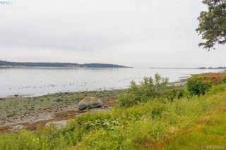 Photo 3: 8591 Lochside Dr in NORTH SAANICH: NS Bazan Bay House for sale (North Saanich)  : MLS®# 790088