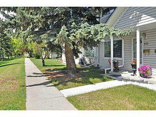 Photo 3: 553 REGAL Park NE in CALGARY: Renfrew Regal Terrace Townhouse for sale (Calgary)  : MLS®# C3570171
