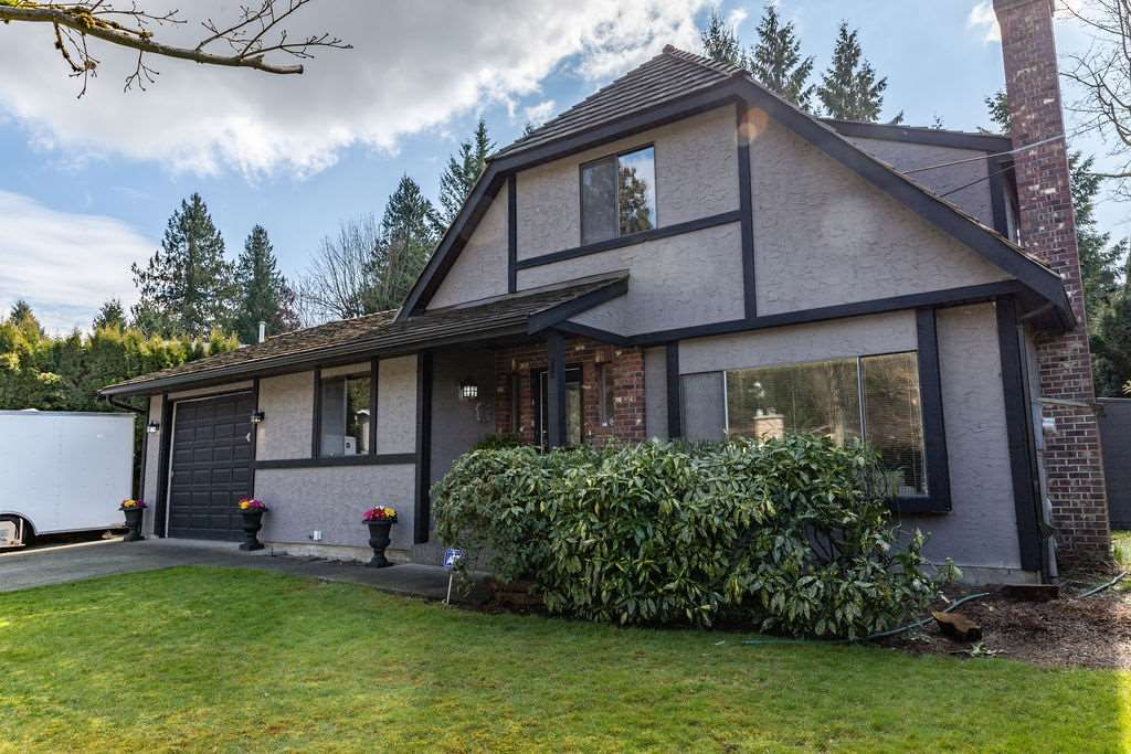 Main Photo: 2437 WOODSTOCK Drive in Abbotsford: Abbotsford East House for sale : MLS®# R2556601