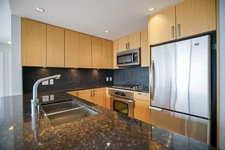 """Photo 4: 906 2978 GLEN Drive in Coquitlam: North Coquitlam Condo for sale in """"GRAND CENTRAL ONE"""" : MLS®# R2204292"""