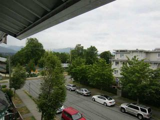 Photo 2: 335 Garden Drive in Vancouver: Hastings Townhouse for sale (Vancouver East)  : MLS®# V1128535