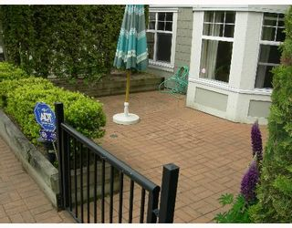 """Photo 9: 209 7038 21ST Avenue in Burnaby: Middlegate BS Townhouse for sale in """"THE ASHBURY"""" (Burnaby South)  : MLS®# V649378"""