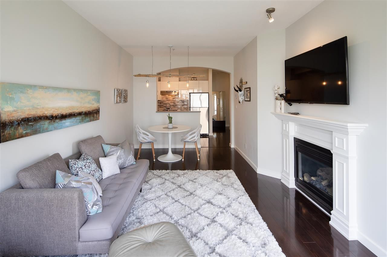 """Photo 3: Photos: 304 2175 SALAL Drive in Vancouver: Kitsilano Condo for sale in """"SAVONA"""" (Vancouver West)  : MLS®# R2460971"""