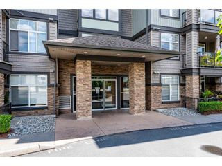 """Photo 4: 311 2068 SANDALWOOD Crescent in Abbotsford: Central Abbotsford Condo for sale in """"The Sterling"""" : MLS®# R2591010"""