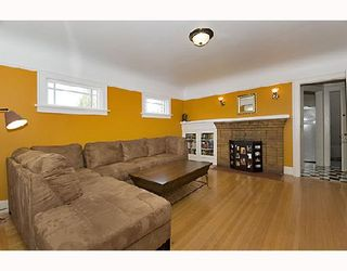 """Photo 5: 2366 CHARLES Street in Vancouver: Grandview VE House for sale in """"COMMERCIAL DRIVE"""" (Vancouver East)  : MLS®# V706768"""