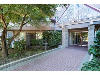 Photo 3: 303 7435 121A Street in Surrey: West Newton Condo for sale : MLS®# R2329200