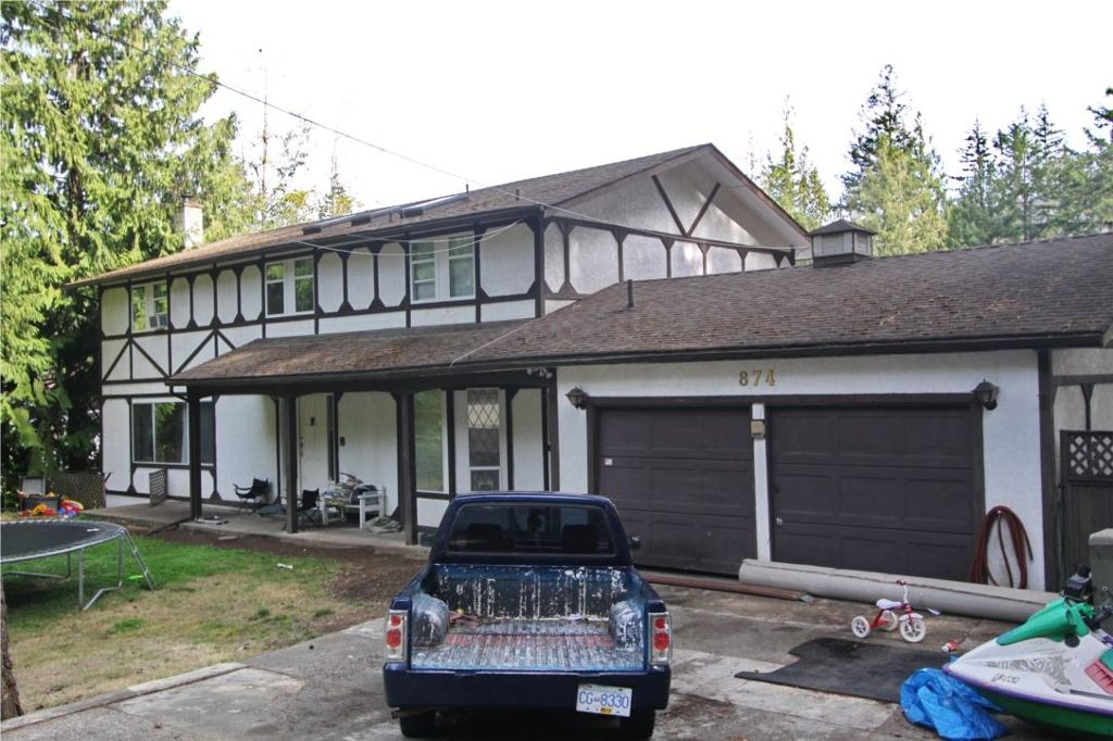 Main Photo: 874 Walfred Rd in Victoria: Residential for sale : MLS®# 283344