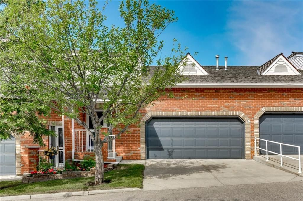 Main Photo: 19 8020 SILVER SPRINGS Road NW in Calgary: Silver Springs Row/Townhouse for sale : MLS®# C4261460