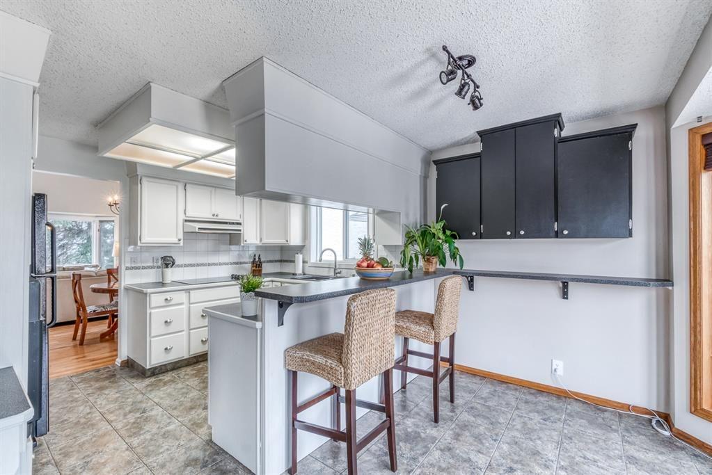 Photo 12: Photos: 47 Douglas Woods Way SE in Calgary: Douglasdale/Glen Detached for sale : MLS®# A1076729