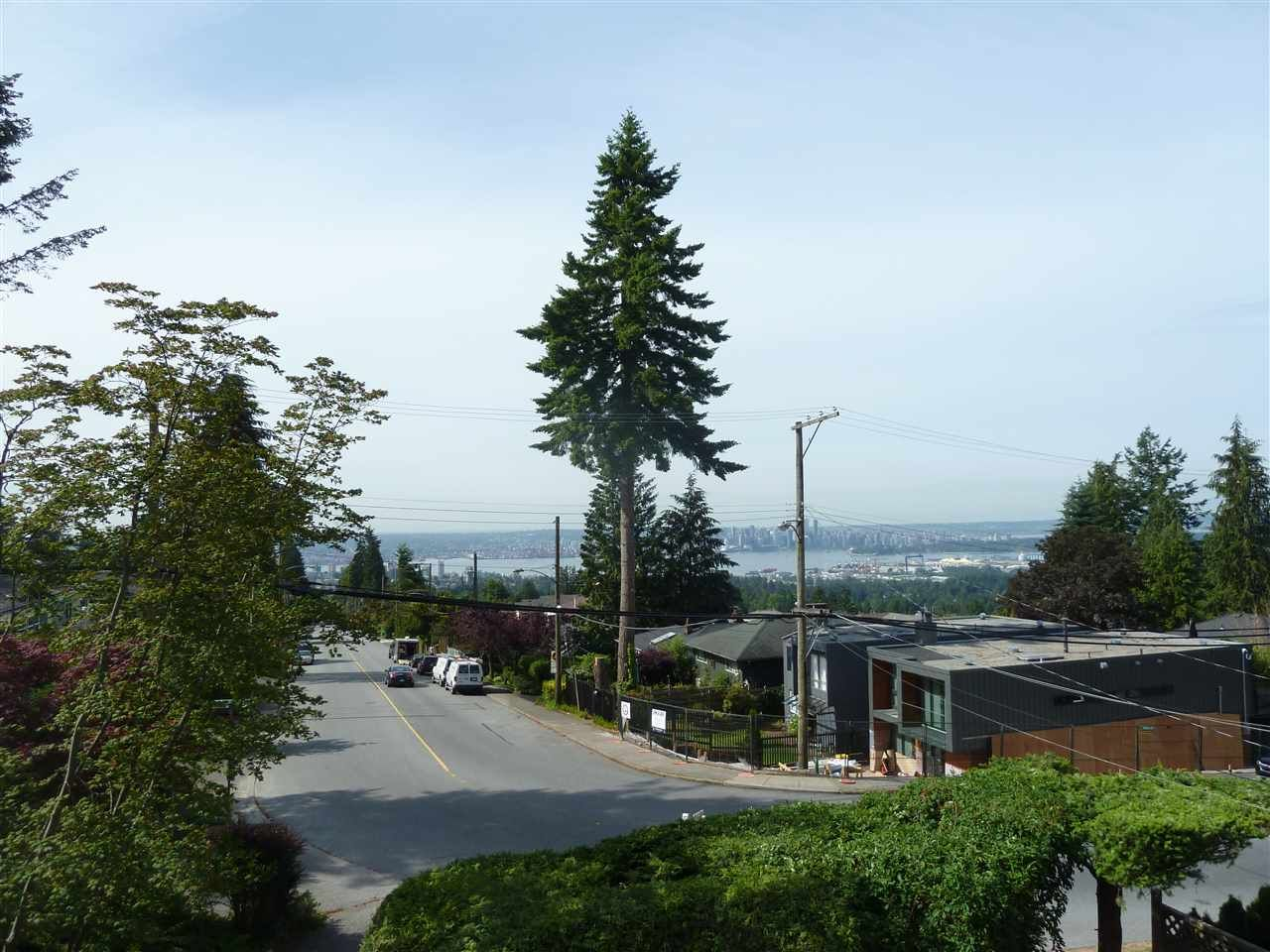 Main Photo: 110 E ROCKLAND Road in North Vancouver: Upper Lonsdale House for sale : MLS®# R2075120