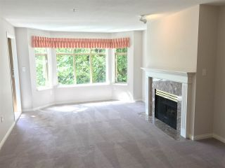 """Photo 4: 413 2059 CHESTERFIELD Avenue in North Vancouver: Central Lonsdale Condo for sale in """"Ridge Park Gardens"""" : MLS®# R2186291"""