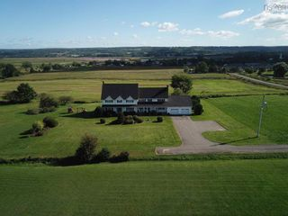 Photo 2: 190 Collins Road in Port Williams: 404-Kings County Residential for sale (Annapolis Valley)  : MLS®# 202125102