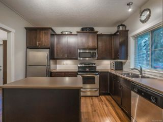 Photo 2: 101 1675 Crescent View Dr in NANAIMO: Na Central Nanaimo Row/Townhouse for sale (Nanaimo)  : MLS®# 831959