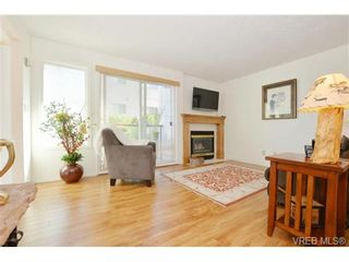 Photo 2: 204 1801 Fern St in VICTORIA: Vi Jubilee Condo for sale (Victoria)  : MLS®# 740827
