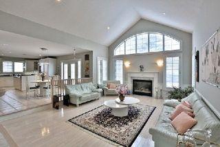 Photo 5: 956 Halsham Court in Mississauga: Clarkson House (2-Storey) for sale : MLS®# W2826365