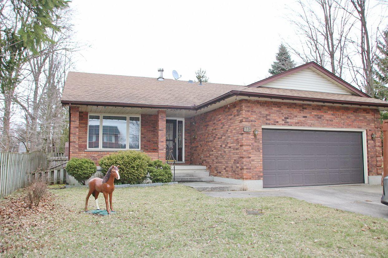 Main Photo: 283 OAK Avenue in Strathroy: Property for sale : MLS®# 253843