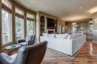 Photo 5: 251 Slopeview Drive SW in Calgary: Springbank Hill Detached for sale : MLS®# A1132385