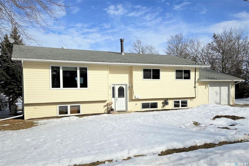 FEATURED LISTING: 162 Crescent Lake Road Saltcoats