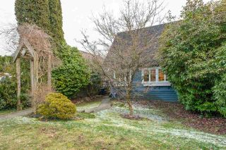 Photo 2: 145 W WINDSOR Road in North Vancouver: Upper Lonsdale House for sale : MLS®# R2541437