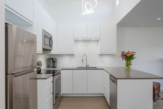 """Photo 9: 311 3875 W 4TH Avenue in Vancouver: Point Grey Condo for sale in """"Landmark"""" (Vancouver West)  : MLS®# R2567957"""