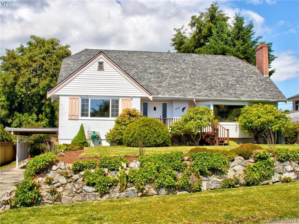 Charming Oak Bay home with ample space and tons of potential.