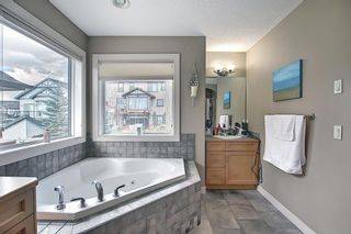 Photo 16: 34 Crestmont Drive SW in Calgary: Crestmont Detached for sale : MLS®# A1119055