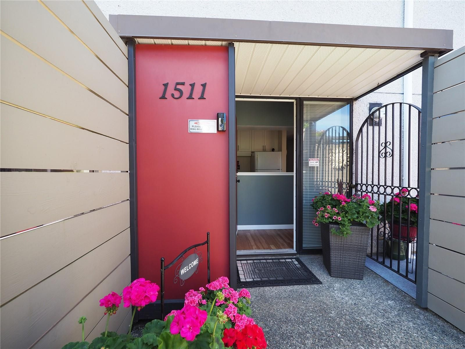 Main Photo: 1511 North Dairy Rd in : Vi Oaklands Row/Townhouse for sale (Victoria)  : MLS®# 878365