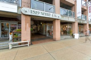 """Photo 4: 413 1529 W 6TH Avenue in Vancouver: False Creek Condo for sale in """"WSIX - South Granville Lofts"""" (Vancouver West)  : MLS®# R2435033"""
