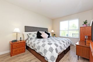 """Photo 7: 405 10188 155 Street in Surrey: Guildford Condo for sale in """"The Sommerset"""" (North Surrey)  : MLS®# R2379338"""