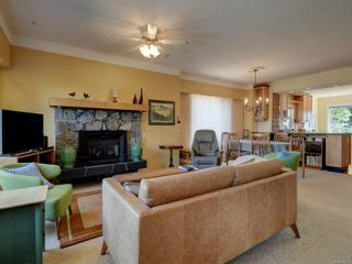 Photo 3: 2635 Mt. Stephen Ave in : Vi Oaklands House for sale (Victoria)  : MLS®# 880011