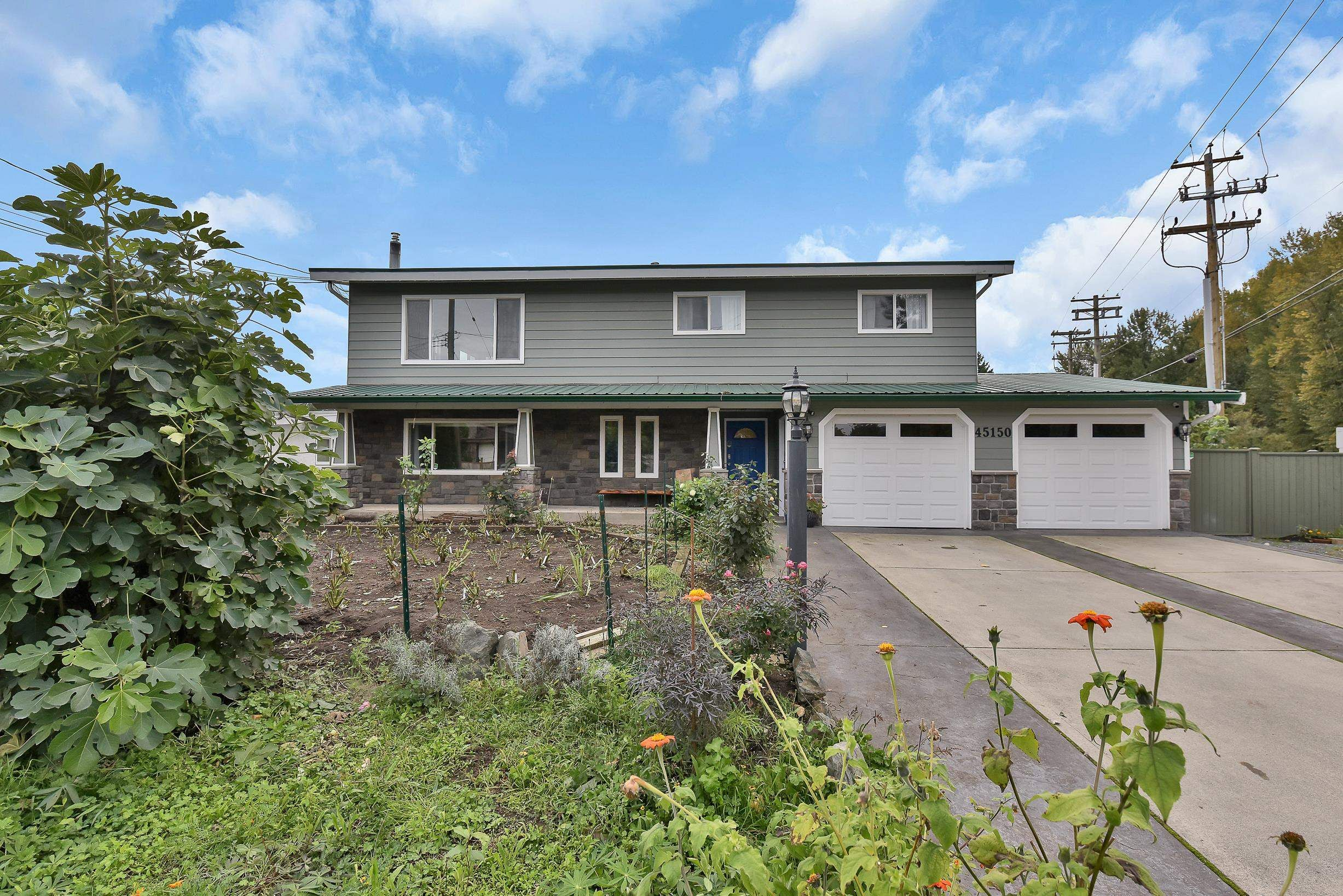 Main Photo: 45150 MOODY Avenue in Chilliwack: Chilliwack W Young-Well House for sale : MLS®# R2625298