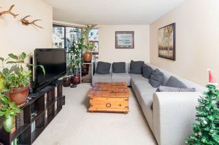 """Photo 5: PH4 1040 PACIFIC Street in Vancouver: West End VW Condo for sale in """"CHELSEA TERRACE"""" (Vancouver West)  : MLS®# R2226216"""