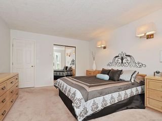 Photo 11: 423 Creed Pl in View Royal: VR Hospital House for sale : MLS®# 619958