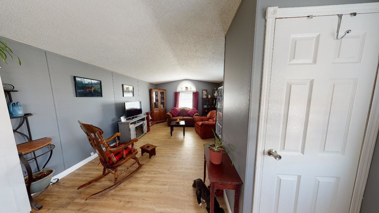 Photo 5: Photos: 10339 102 Street: Taylor Manufactured Home for sale (Fort St. John (Zone 60))  : MLS®# R2601750