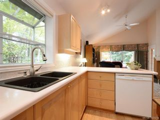 Photo 9: 10 928 Bearwood Lane in VICTORIA: SE Broadmead Row/Townhouse for sale (Saanich East)  : MLS®# 785859