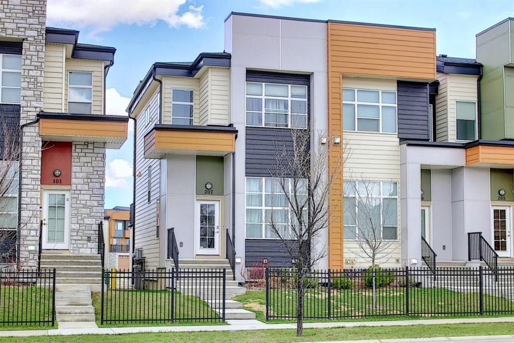 Main Photo: 207 1530 Bayside Avenue SW: Airdrie Row/Townhouse for sale : MLS®# A1107949